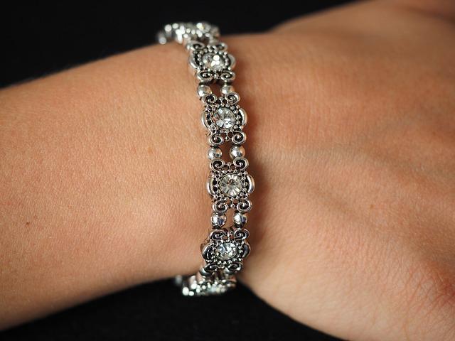 bracelet-671792_640