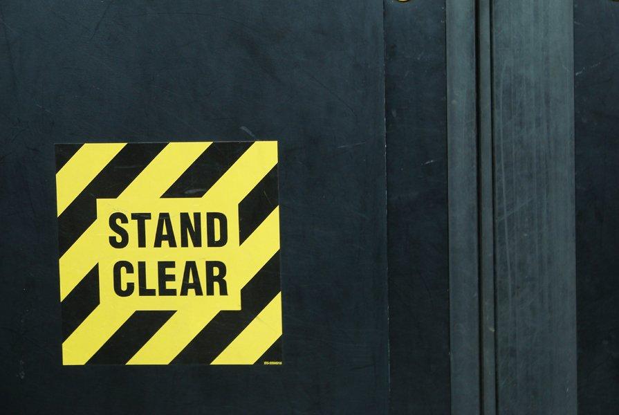dvere, upozornenie